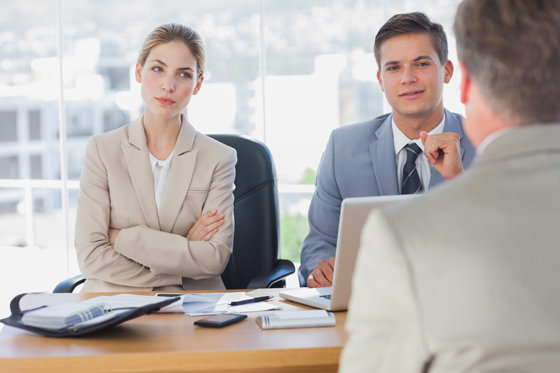 Как вести себя на собеседовании на работу: 5 секретов языка тела